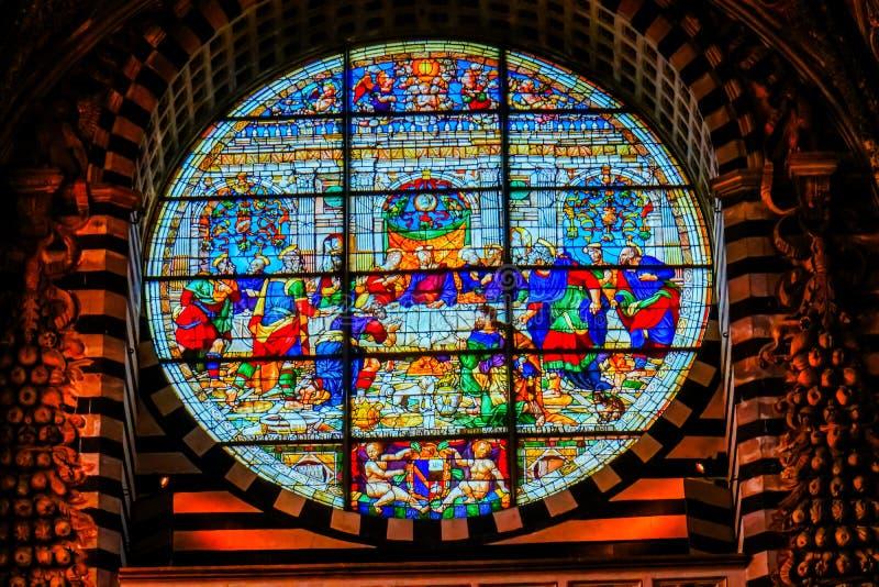 Jezus Chrystus Ostatniej kolacji Różany Nadokienny witraż Katedralny Kościelny Siena Włochy obraz stock