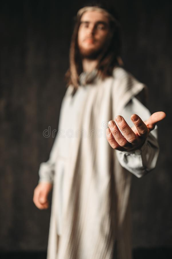 Jezus Chrystus w białym kontuszu dosięga out jego ręka fotografia stock