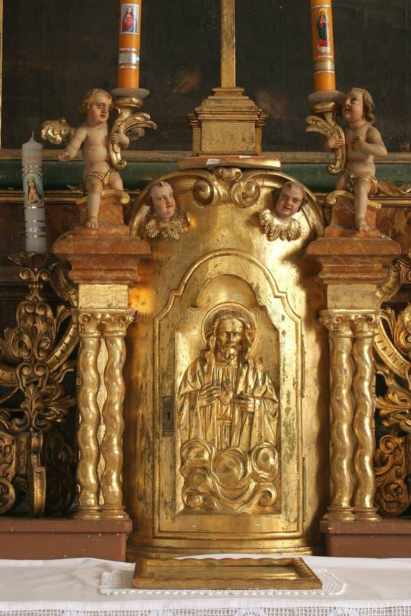 Jezus drzwi tabernacle na ołtarzu w kaplicie kasztel w Klenovnik, Chorwacja fotografia royalty free