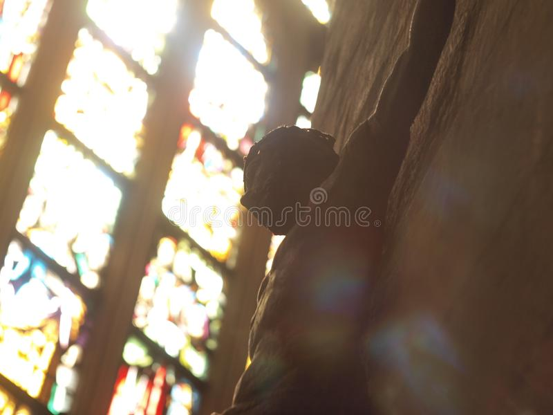 Jezus na krzyżu w kolorowym świetle zdjęcia royalty free