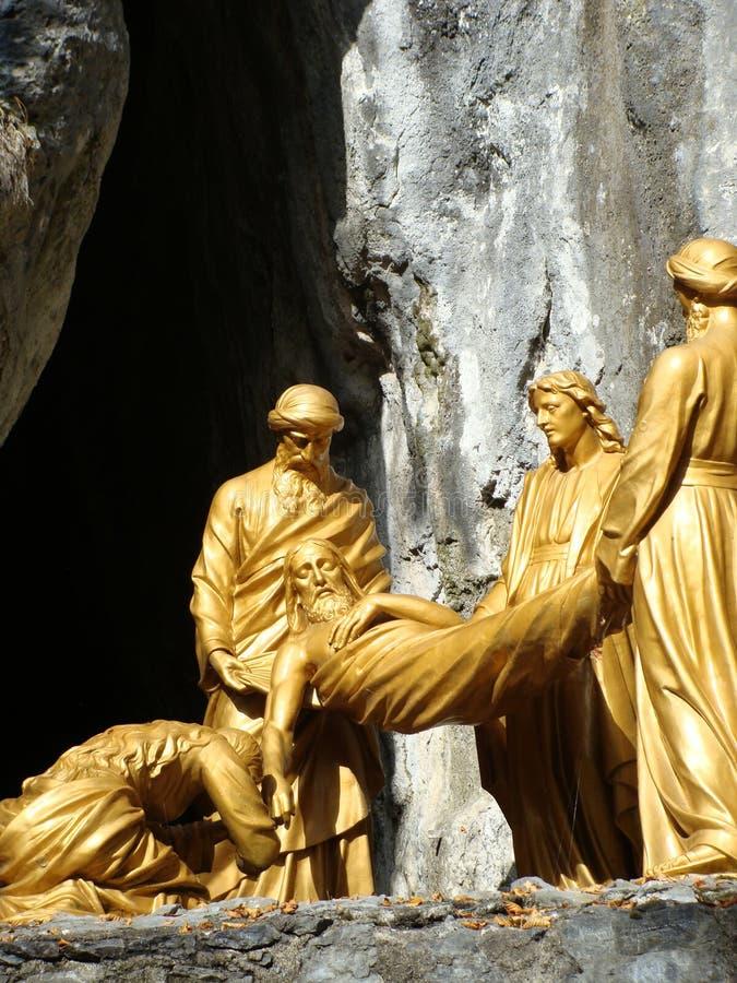 Jezus przy grobowcowym statuy zakończeniem up, Lourdes, Francja zdjęcia stock