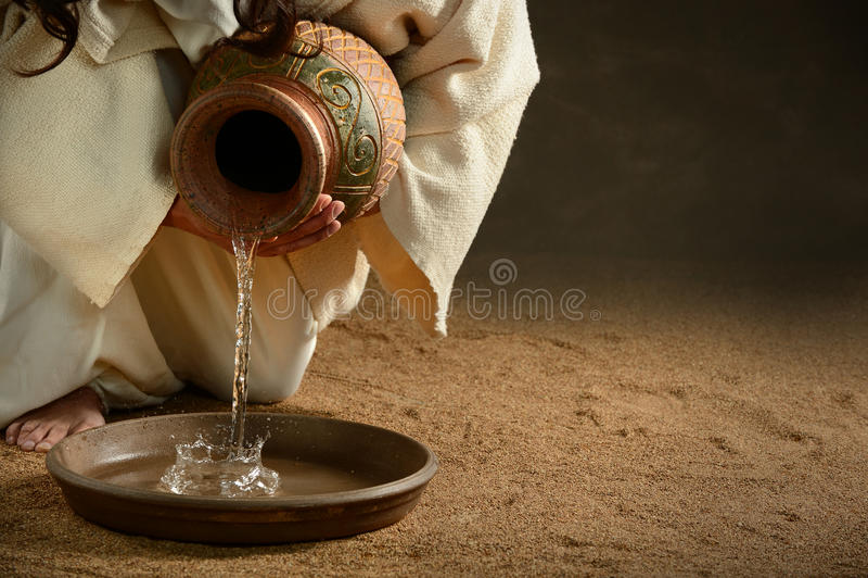 Jezusowa dolewanie woda zdjęcie royalty free