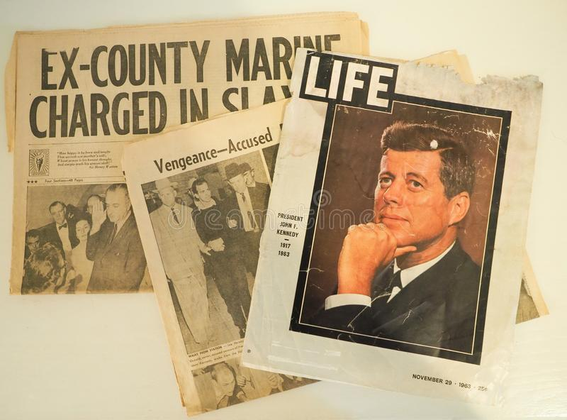 JFK和李・哈维・奥斯瓦尔德刺杀新闻报导  库存照片