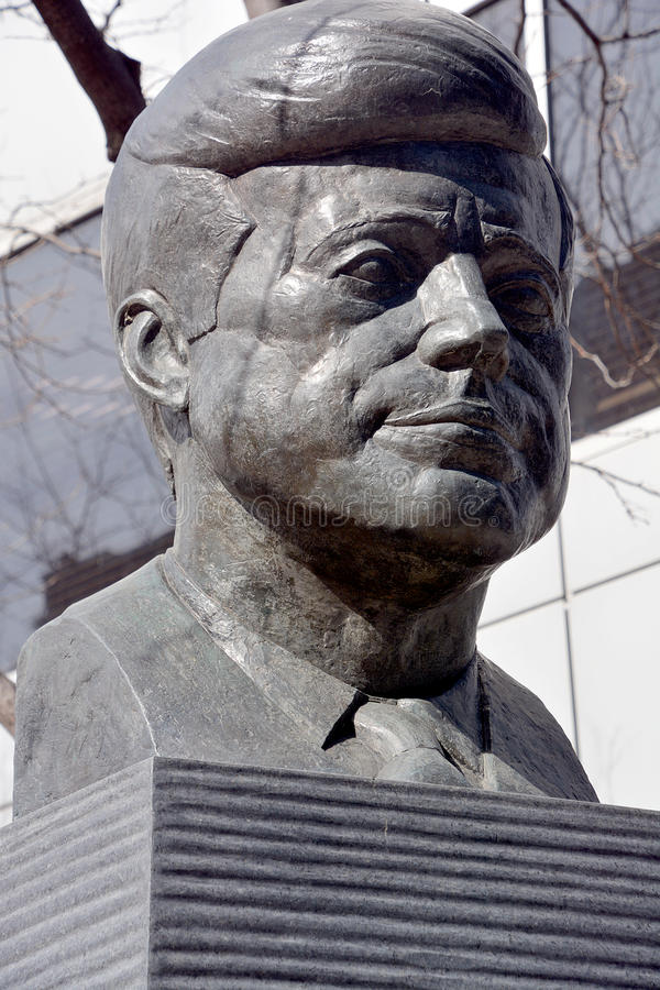 JFK bronze statue. MONTREAL CANADA 04 02 2015: JFK bronze statue, The monument was produced by Paul Lancz in 1986 and donated to the city by the Birks Family stock images