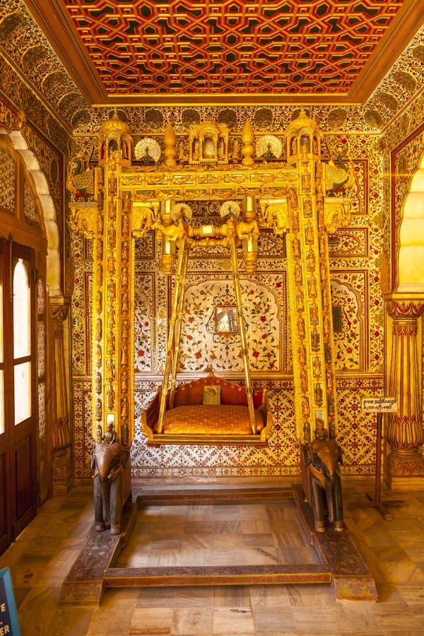 Jhoola à l'intérieur du Phool Mahal, fort de Junagarh photographie stock libre de droits