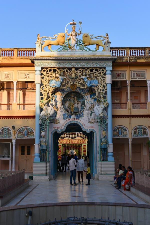 Jhunjhunu, Rajasthán, la India: 3 de octubre de 2015: El templo indio de dios de Sati de la deidad en Rajasthán Sati es una aduan fotografía de archivo
