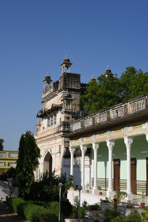 Jhunjhunu, Rajasthán, la India: 3 de octubre de 2015: Fragmento de la herencia magnífica Neemrana Haveli de Piramal fotos de archivo libres de regalías