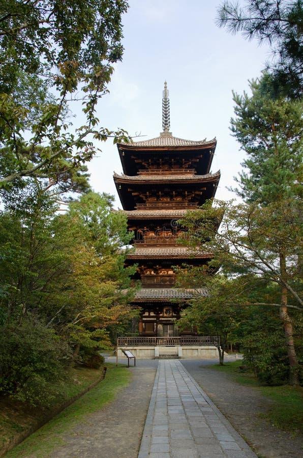 ji京都ninna塔寺庙 免版税库存照片