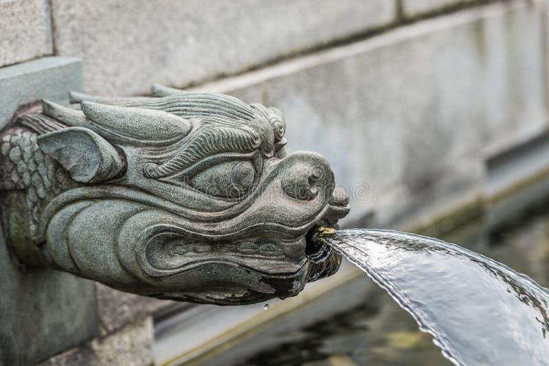 Ji Lin Nunnery Kowloon Hong Kong de la fuente del dragón fotografía de archivo libre de regalías
