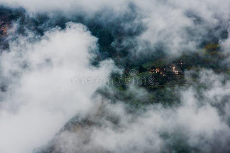 Jiaju tibetan by landskap i för det Danba länet, Sichuan fotografering för bildbyråer