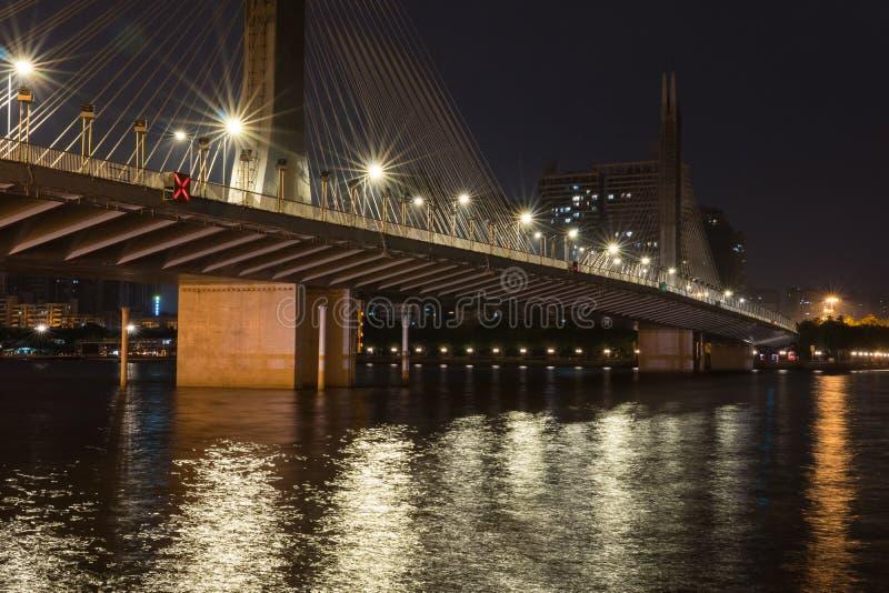 Jiangwan most w Guangzhou przy nocą zdjęcie stock