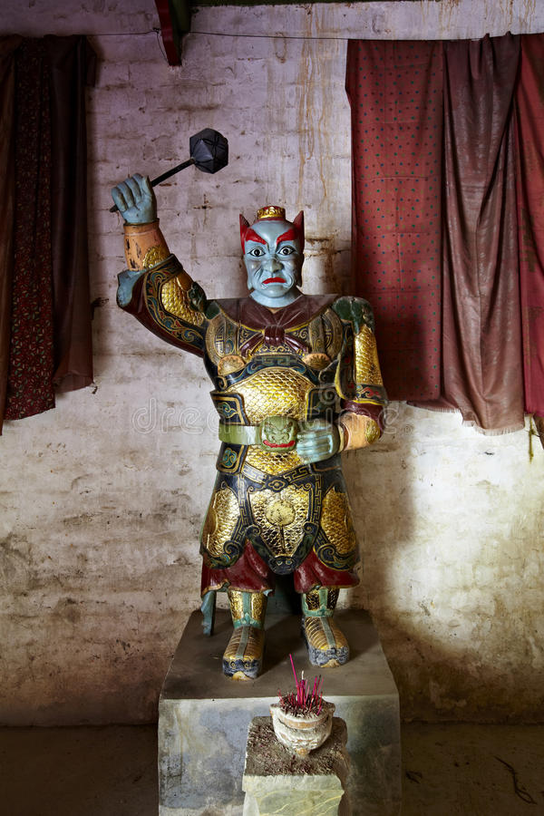 Jiangxi porslin: staty av undervärldmagistraten arkivbild