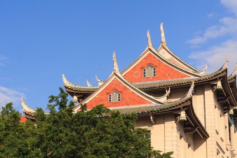 Jiannanauditorium in de campus van Xiamen-Universiteit stock foto's