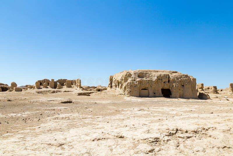 Jiaohe f?rd?rvar, Turpan, Kina Forntida huvudstad av det Jushi kungariket, var det en naturlig f?stning p? en brant plat? royaltyfri fotografi