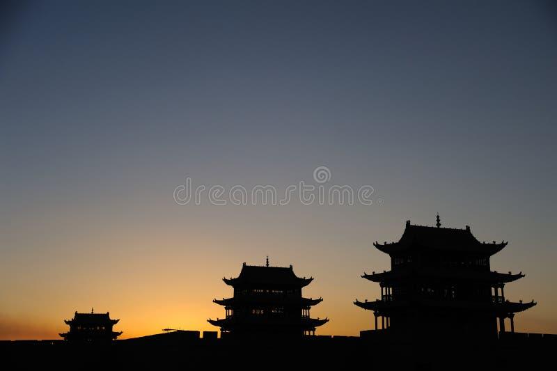 Jiayuguanstad bij zonsopgang stock foto's