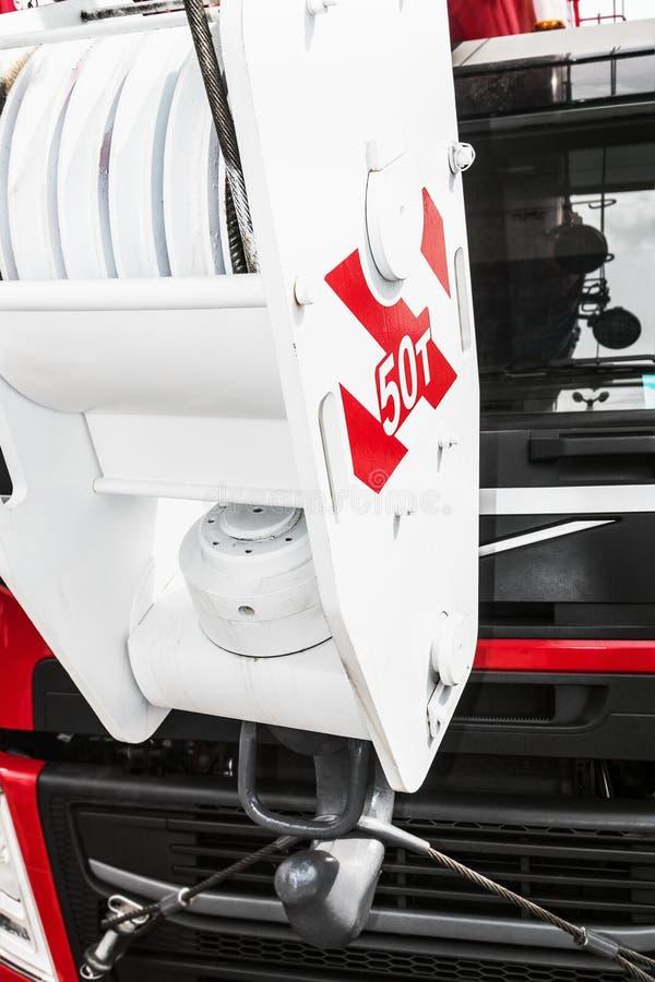 jibbing Huk żuraw wspinają się na czerwone ciężarówki obrazy royalty free