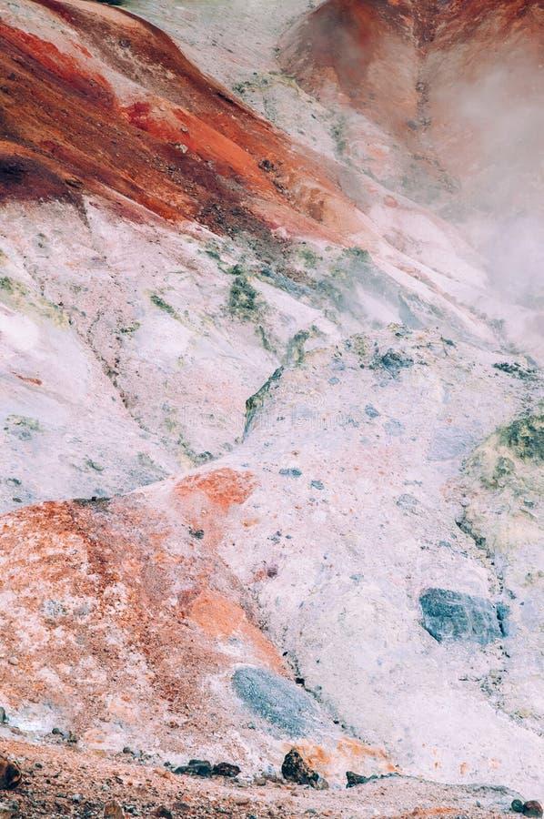 Jigokudani lub ` piekła ` aktywnego wulkanu Dolinny geotermiczny krater w Noboribetsu, hokkaido, Japonia obrazy royalty free