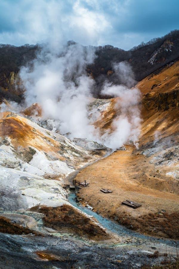 Jigokudani o valle dell'inferno in Noboribetsu, Giappone fotografie stock