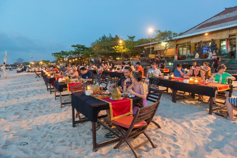 Jimbaran strandrestaurang i Bali, Indonesien royaltyfria bilder