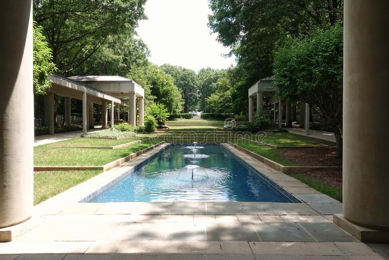 Jimmy Carter Presidential Library, der die Gärten übersieht lizenzfreie stockfotos