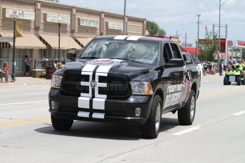 Jimmy Johns Delivery Truck som en liten stad ståtar i Amerika arkivbilder
