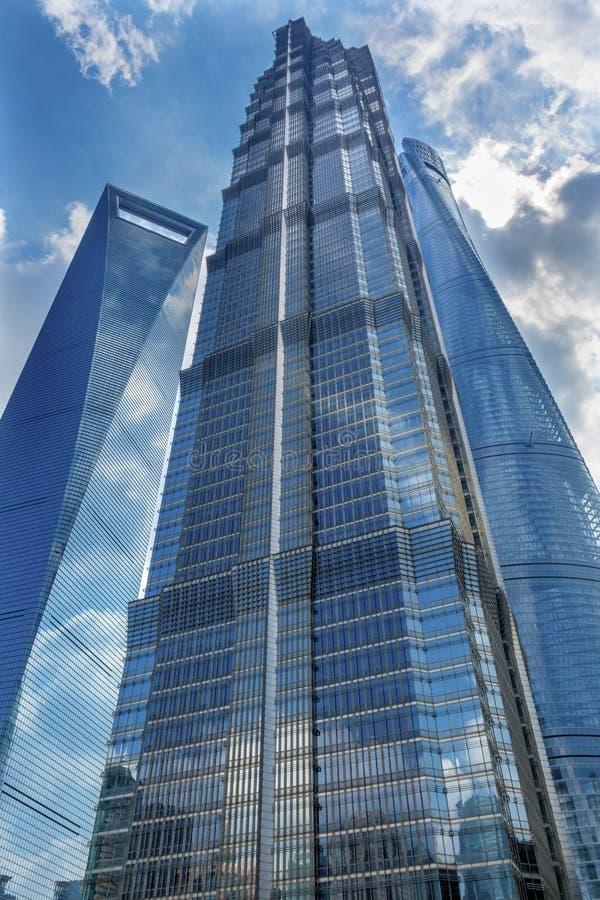 Jin Mao Tower Three Skyscrapers Liujiashui Shanghai Kina royaltyfri fotografi