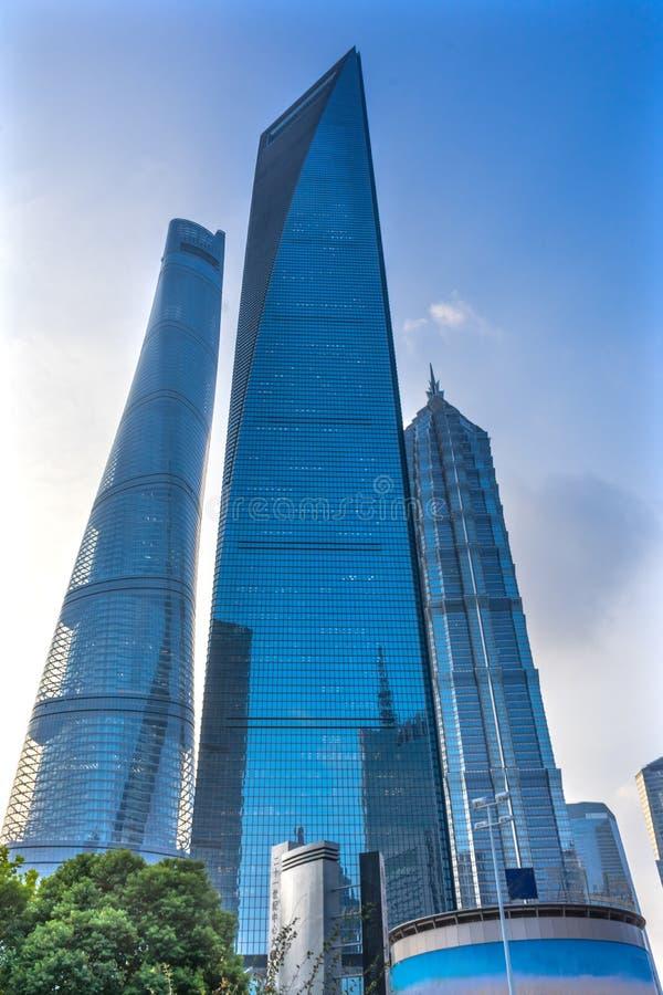Jin Mao Tower Three Skyscrapers Reflections finansiella Liujiashui fotografering för bildbyråer