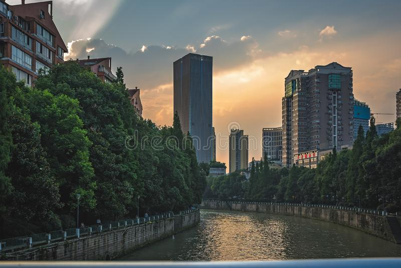 Jin River fließt durch Chengdu Stadt lizenzfreie stockfotos