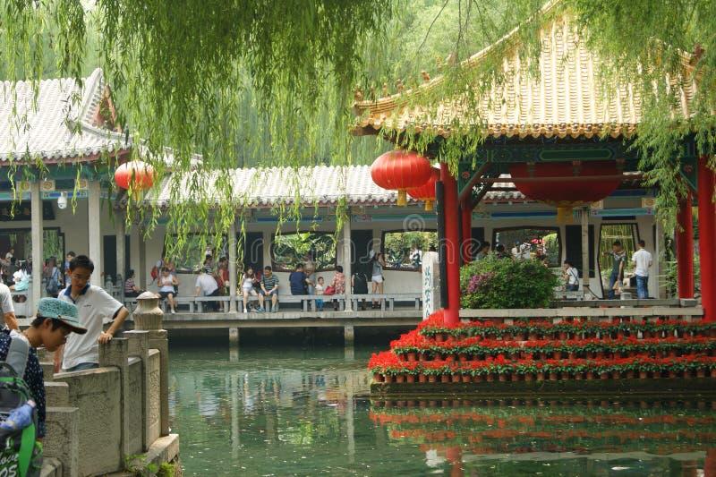 Jinan, China, el 7 de junio de 2015 Configuración del jardín clásico chino imagen de archivo libre de regalías