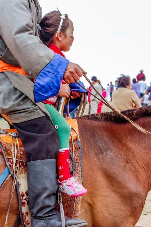 Jinete de la muchacha, carrera de caballos de Nadaam, Mongolia fotos de archivo