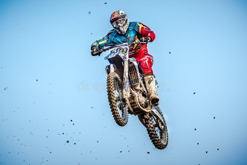 Jinete indefinido en campeonato polaco del motocrós fotos de archivo