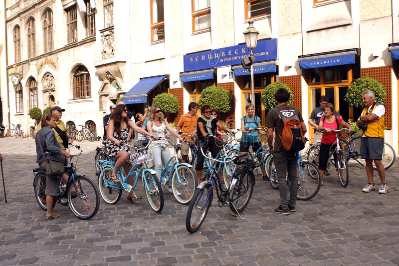 Jinetes de la bici en Munchen foto de archivo