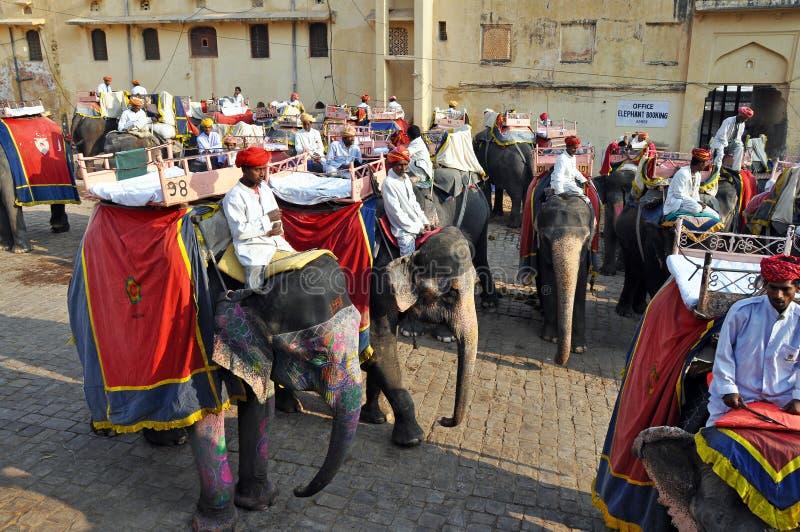 Jinetes del elefante en la fortaleza ambarina, la India fotos de archivo