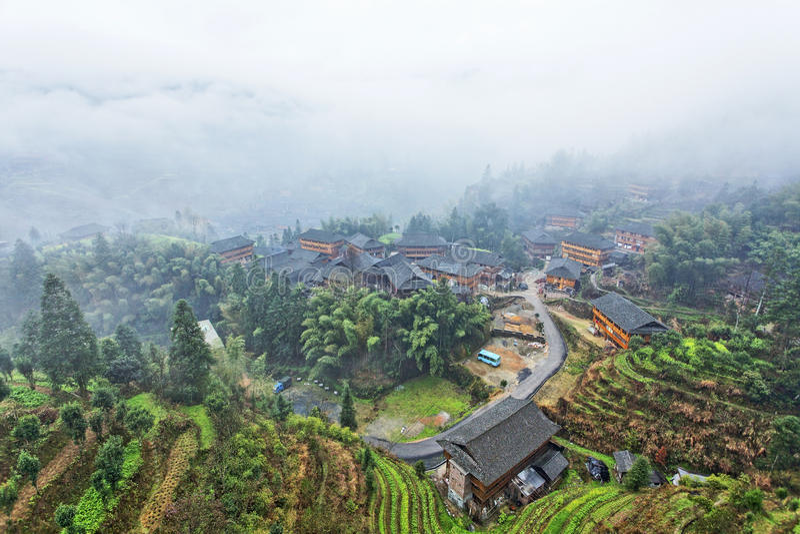 Jinkeng terrass med traditionella byggnader, Guilin, Kina royaltyfria foton