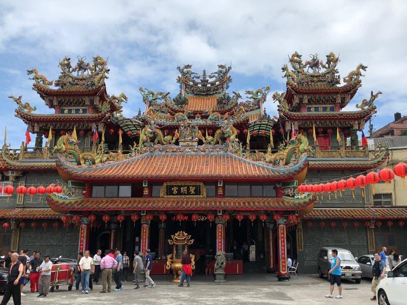 Jioufen Tajwan, Maj, - 2018: Ludzie świętuje Buddha ` s urodziny przy Buddyjską świątynią w Jioufen, Tajwan obrazy royalty free