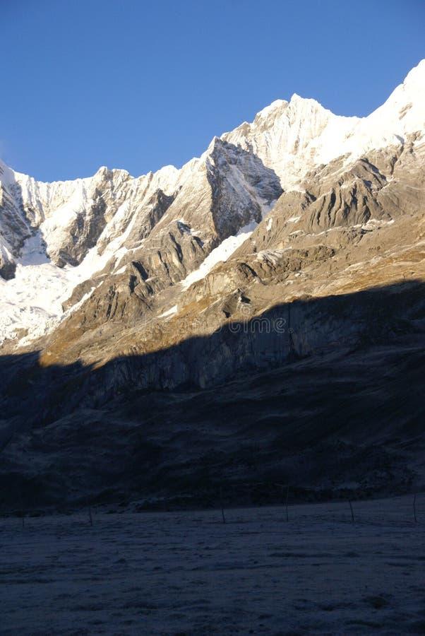 Jirishanca Berg in hohen Anden stockfoto