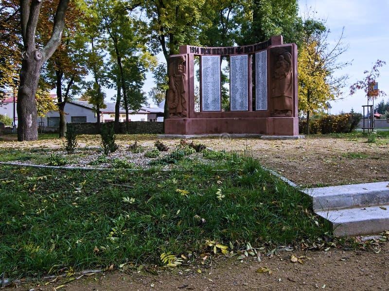 Jirkov, Tschechische Republik - 22. Oktober 2019: Denkmal im Svojsikovy Sady Park im Zentrum der Herbststadt lizenzfreie stockbilder