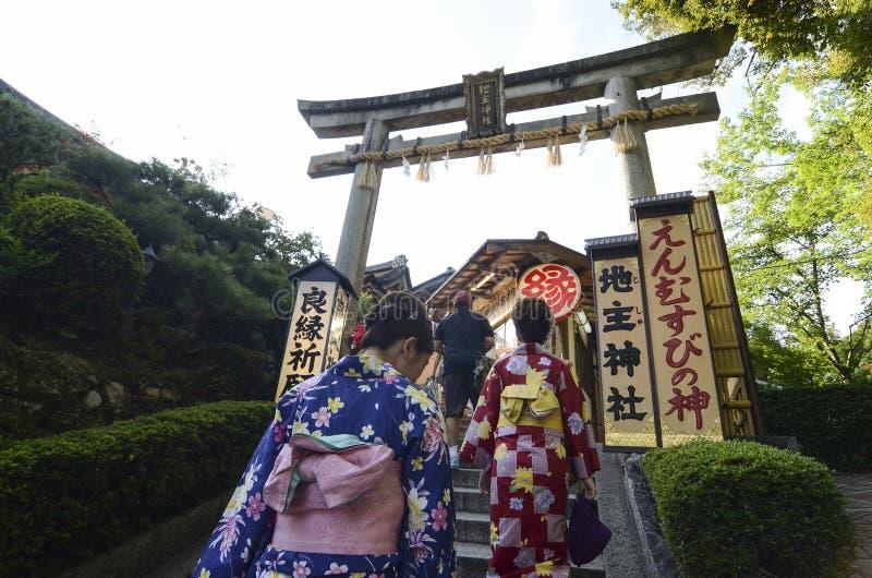 Torii di Jishu-jinja un santuario di matchmaking