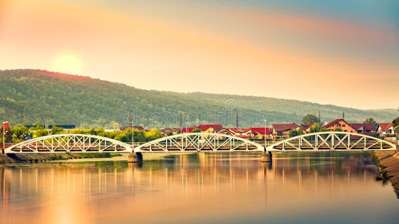 Jiu bro i Targu Jiu, Rumänien royaltyfria bilder