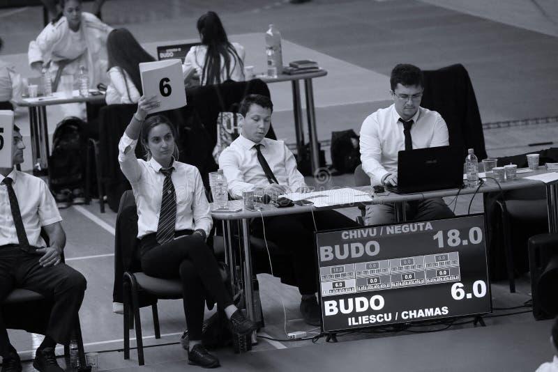 Jiu Jitsu arbitrzy przy Rumuńskim mistrzostwem, juniory, Maj 2018 zdjęcie royalty free