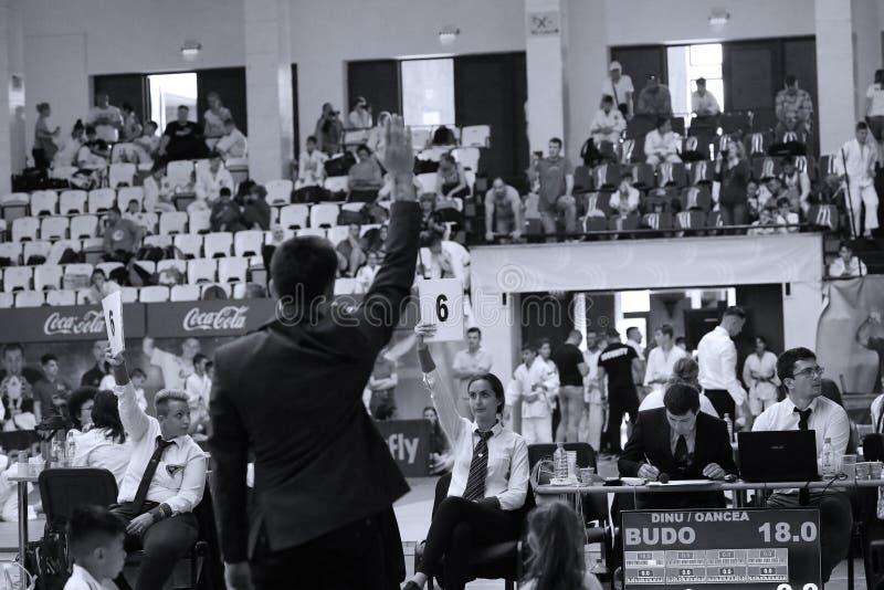 Jiu Jitsu arbitrzy przy Rumuńskim mistrzostwem, juniory, Maj 2018 fotografia royalty free