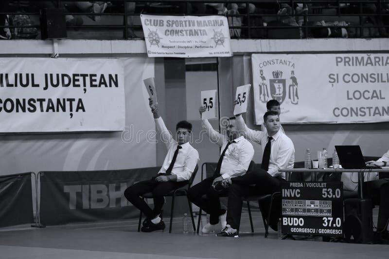 Jiu Jitsu arbitrzy przy Rumuńskim mistrzostwem, juniory, Maj 2018 obraz royalty free