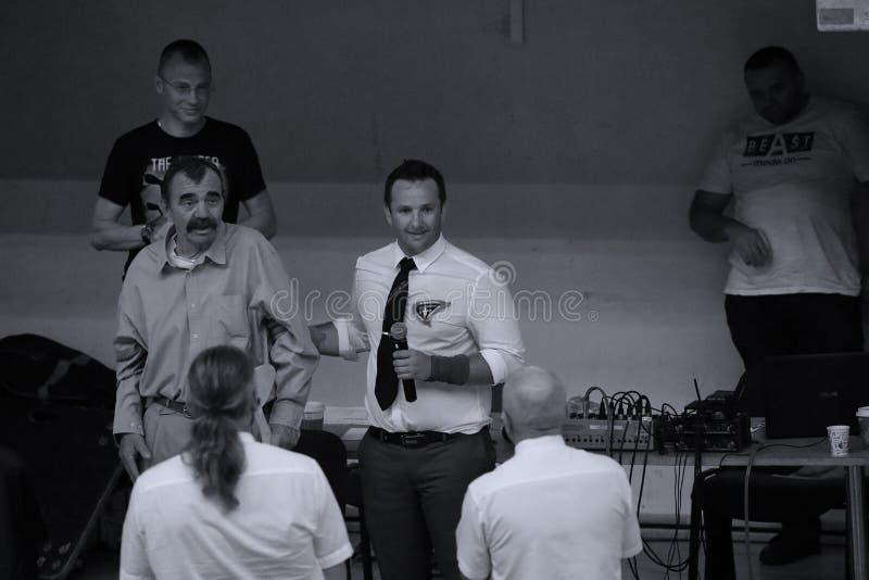Jiu Jitsu arbitrzy przy Rumuńskim mistrzostwem, juniory, Maj 2018 zdjęcie stock