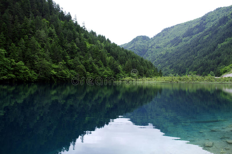Jiuzhai scenery. Lakes and green mountains and rivers lake surface reflection of the lake scenery scenic natural scenery scenic attractions attractions royalty free stock images