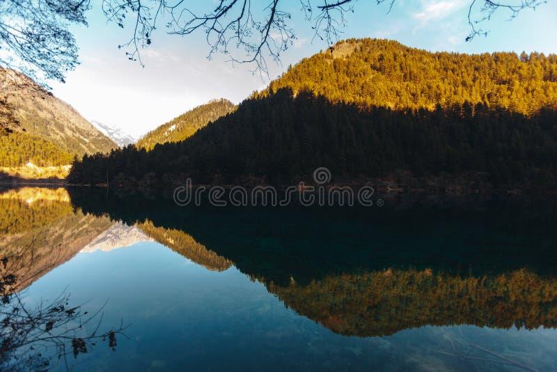 Jiuzhaigou Dolinny park narodowy, Chiny Lustro jezioro zdjęcia royalty free