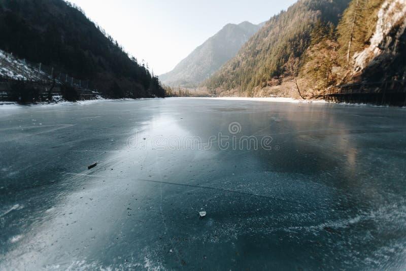 Jiuzhaigou Dolinny park narodowy, Porcelanowa zima sezonu lodu rzeka zdjęcia royalty free