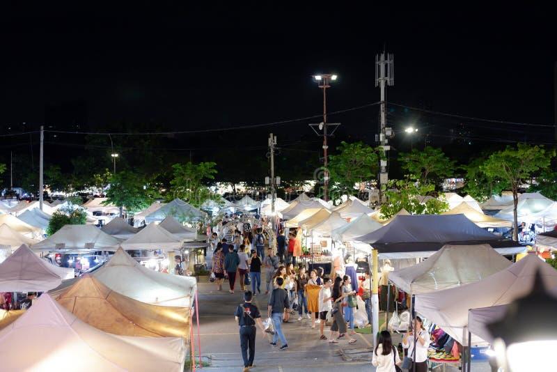 JJ绿化夜市场也许是购物的最凉快的地方在曼谷 库存照片