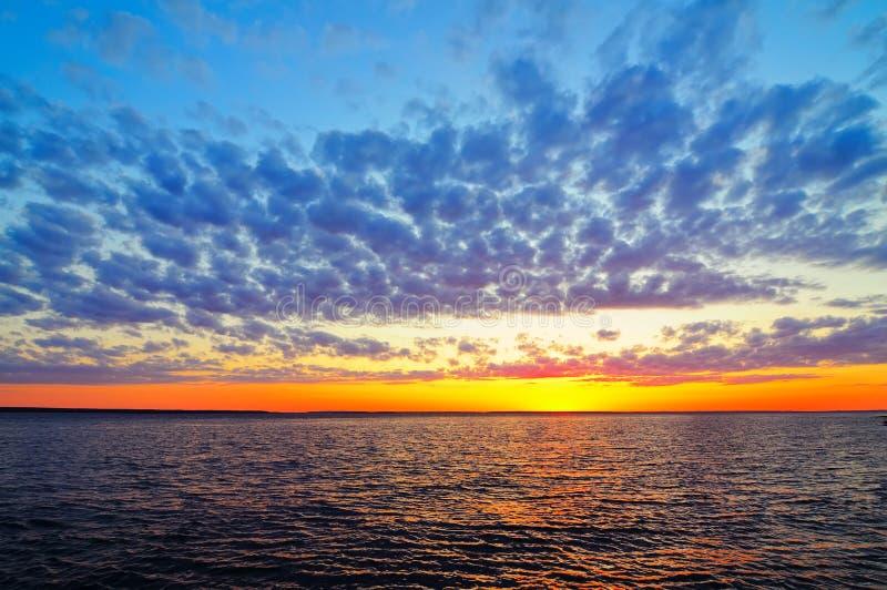 Jn do nascer do sol o rio fotos de stock
