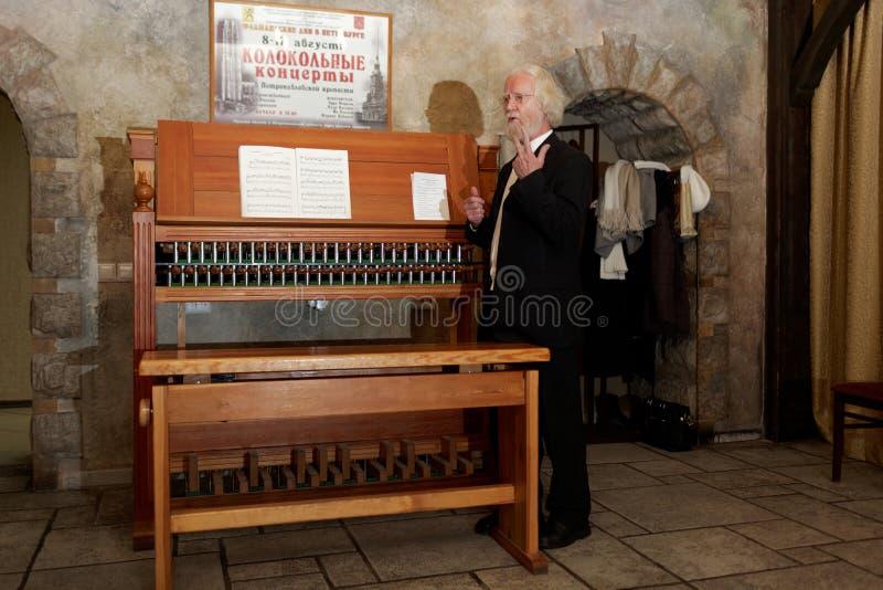 Jo Haazen al carillon di addestramento nell'università di St Petersburg fotografia stock libera da diritti