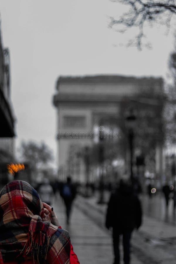 Joan Madu nära Triumph arkas royaltyfri foto